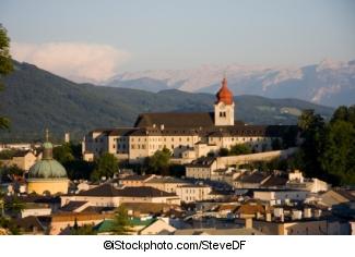 Stift Nonnberg, Salzburg - ©iStockphoto.com/SteveDF