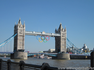 Die Olympische Ringe an der Tower Bridge in London (Foto: C. & L. Tappenden)
