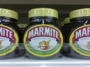 Marmite Flaschen im Supermarkt