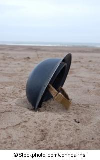 Helm am Strand von Dünkirchen - ©iStockphoto.com/Johncairns